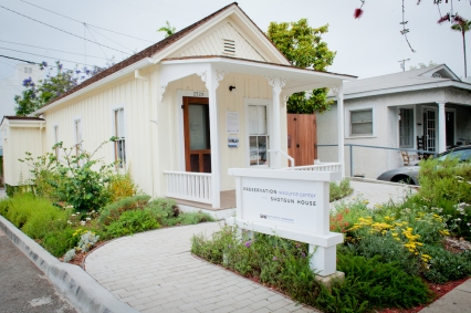 Home and garden now offer Santa Monica residents examples of architectural conservation and authentic ocean-friendly gardening.
